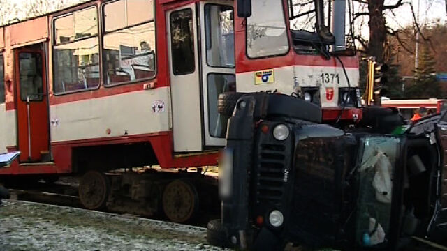 Jeep wykoleił tramwaj