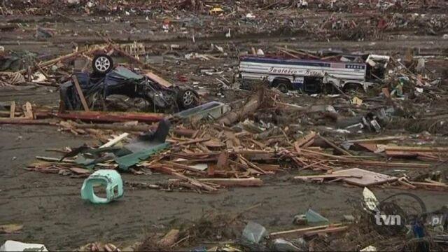 Zniszczenia w japonii po trzęsieniu ziemi (Reuters)