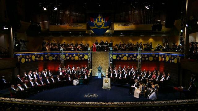 Czternaścioro laureatów, trzy ukłony, medale  i dyplomy od króla. Nagrody Nobla wręczone