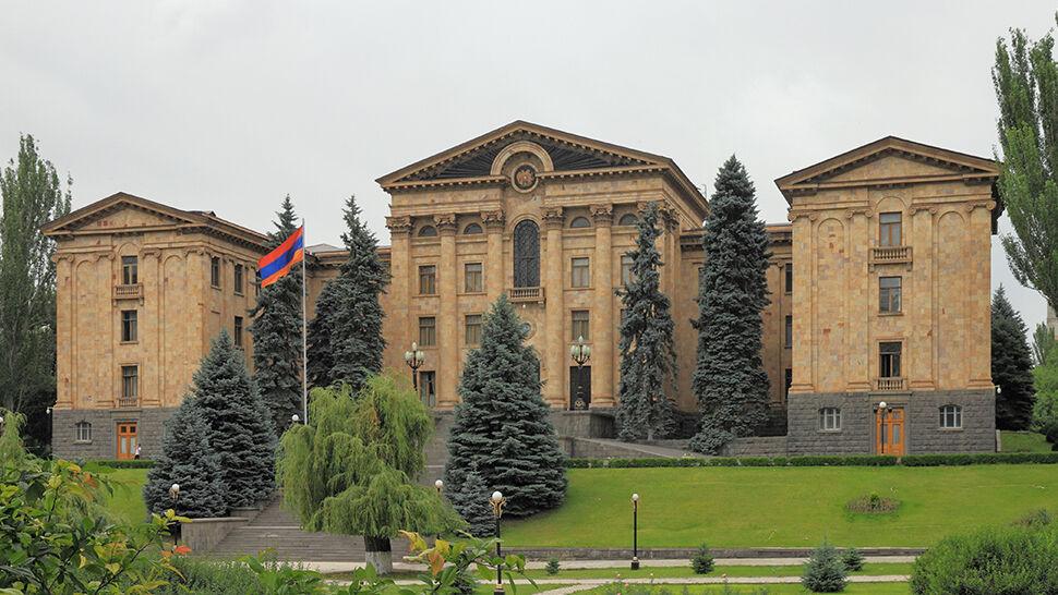 Parlament nie wybrał premiera, musiał się rozwiązać. Przedterminowe wybory w Armenii
