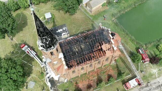Ogień strawił dach kościoła. Znamy wstępną przyczynę pożaru