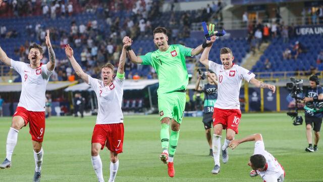 Tańce i śpiewy. Szalona radość polskich piłkarzy po wygranej z Włochami