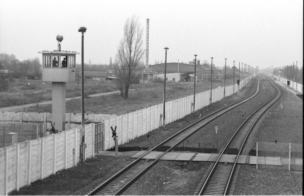 Obiekty graniczne na trasie tranzytowej na terytorium NRD na stacji Staaken