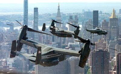 Marine One, a za nim eskortujące Ospreye. Trump pokazał film
