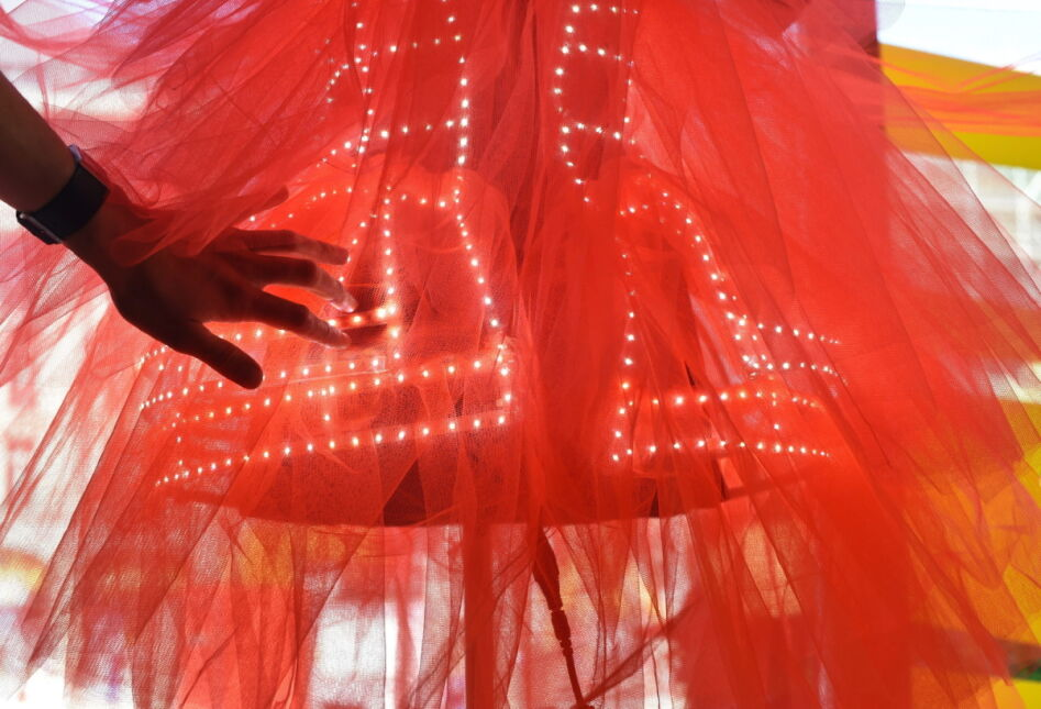 Moda przyszłości: 'ElectroCouture - Lucie in the Sky with Diamonds' pokazana podczas Tygodnia Mody w Berlinie