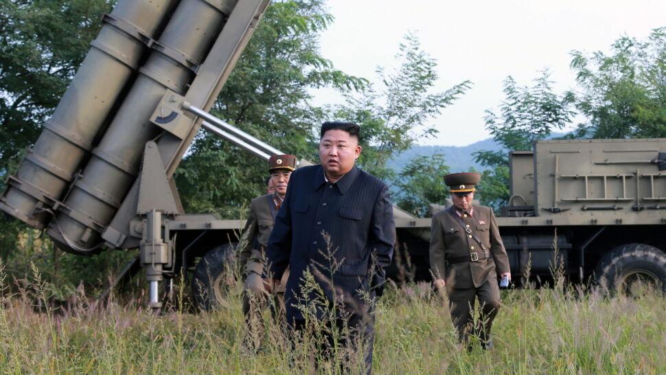 """""""Olbrzymia wyrzutnia wielu pocisków"""". Kim obserwował kolejną próbę rakietową"""