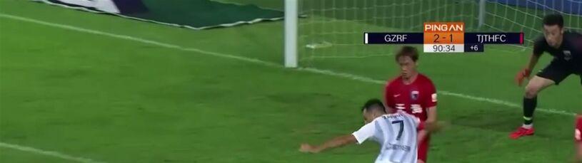 Jak on to strzelił? Spektakularny gol w ostatniej minucie