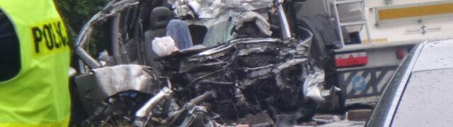 """""""Mazda czołowo zderzyła się z cysterną. Została doszczętnie zmiażdżona"""""""