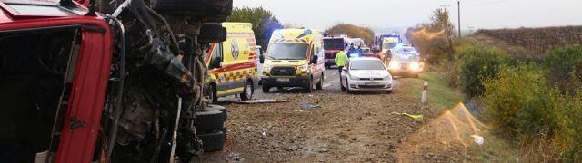 Autobus zderzył się z ciężarówką.  Kilkanaście ofiar śmiertelnych
