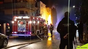 Cztery osoby w szpitalu  po nocnym pożarze na Woli