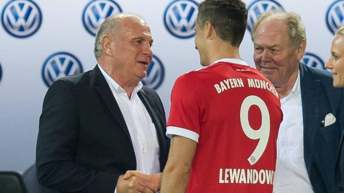 """Rządził Bayernem cztery dekady. """"Lewy"""" wśród jego najlepszych transferów"""
