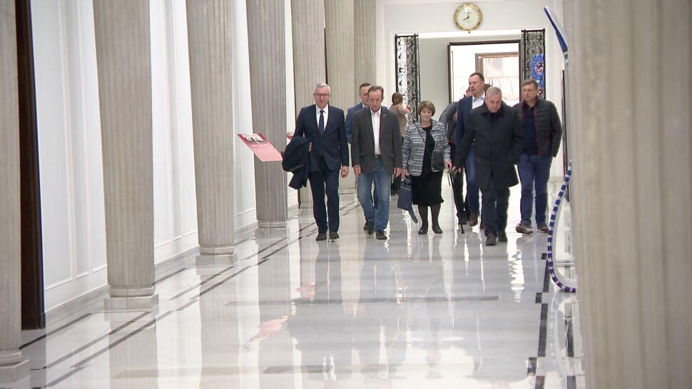 """Spotkanie senatorów ze Schetyną. """"Wszyscy mieli świadomość historycznej rangi chwili"""""""