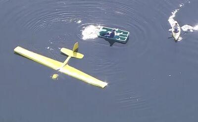 Kajakiem na ratunek. Samolot lądował awaryjnie na jeziorze