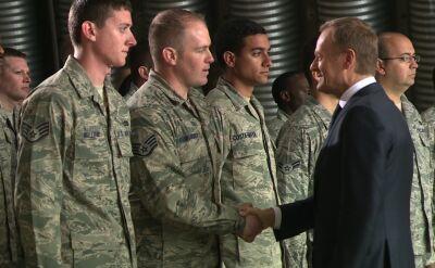 Premier Tusk przywitał amerykańskich żołnierzy. Po angielsku