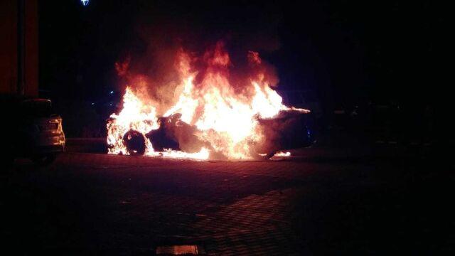 """Samochody spłonęły w nocy. """"Walka kiboli o wpływy z bramek"""""""