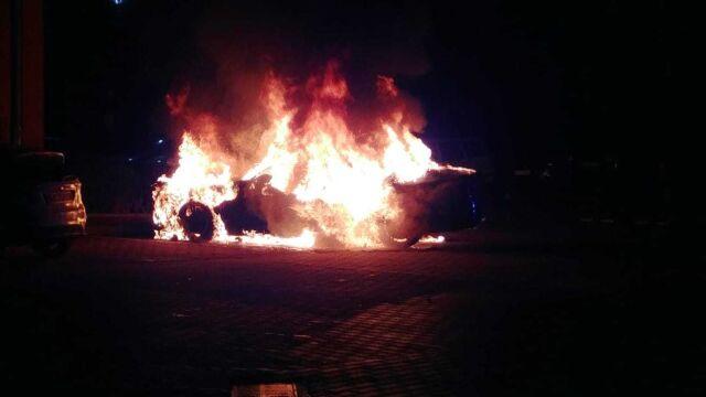 Samochody spłonęły w nocy.