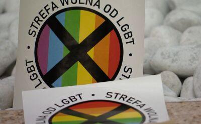 Gazeta z homofobiczną naklejką. Nie wszyscy ją sprzedają