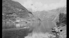 Batory podczas rejsu wycieczkowego w norweskich fiordach. Zdjęcie z okresu powojennego