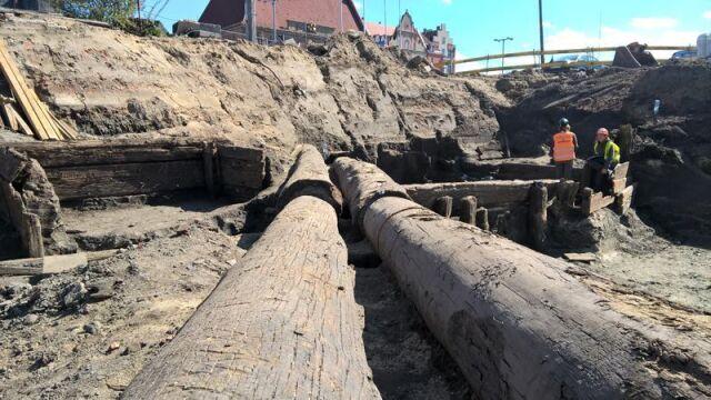 XIX-wieczne sosnowe wodociągi znaleziono na budowie w centrum Gdańska