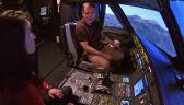 Pilot airbusa pokazuje, jak zablokować wejście do kokpitu