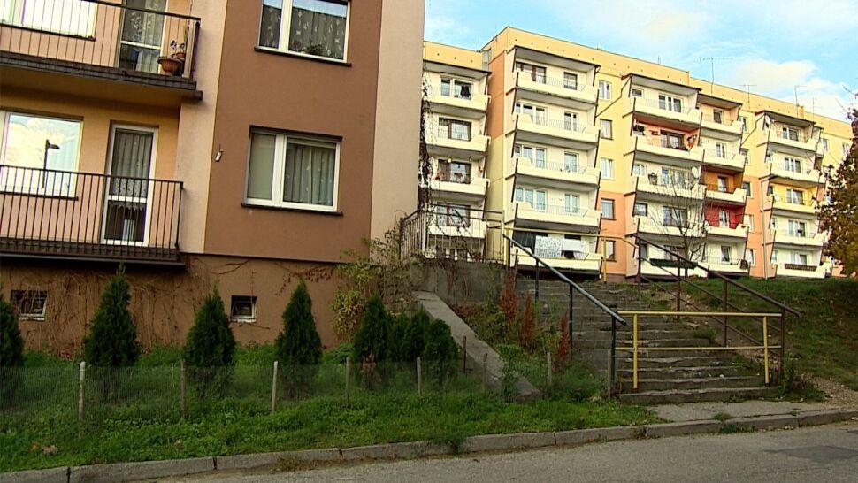 W Wojkowicach zamiast naprawić schody, zakazano ich używania