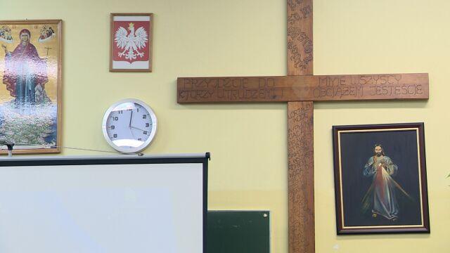 Szkoły bez lekcji religii.  Sprawdzamy, ile jest w całej Polsce