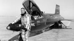 Neil Armstrong po locie w X-15. Dość wcześnie odszedł z programu i dołączył do grupy kosmonautów programu Apollo