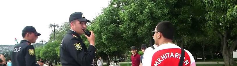 Mchitarjan na koszulkach. Policja w Baku interweniuje