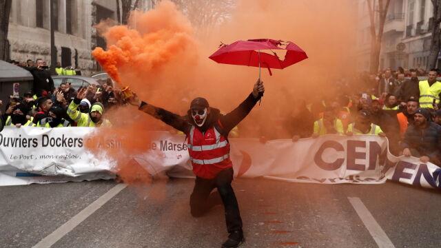 Strajk i demonstracje we Francji. Policja użyła gazu łzawiącego