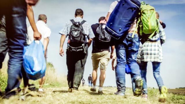 Szef MSW we Francji: przyjmiemy uchodźców, ograniczymy napływ imigrantów