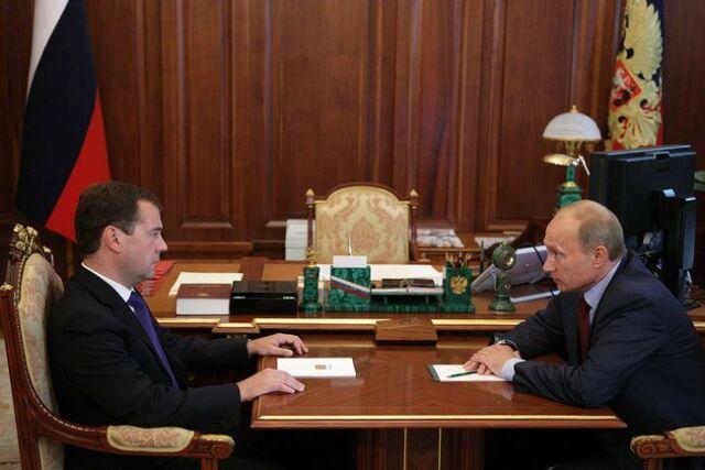 Miedwiediew gani Putina za propagandę sukcesu