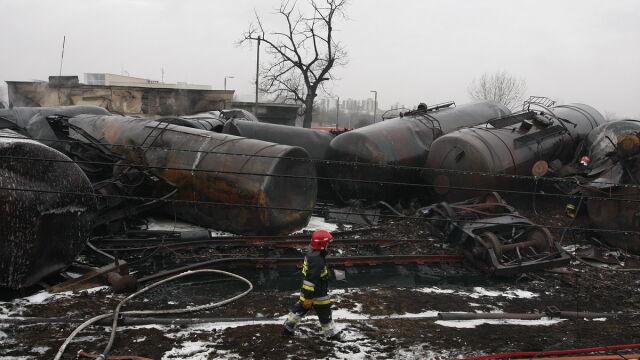 Ratują resztki paliwa. Spłonęło 17 wagonów i dwie lokomotywy