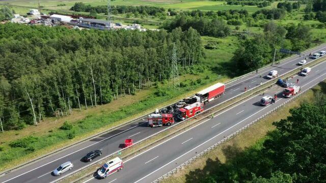 Sześć osób zginęło w pożarze na A6.  Na drugiej jezdni też doszło do wypadku