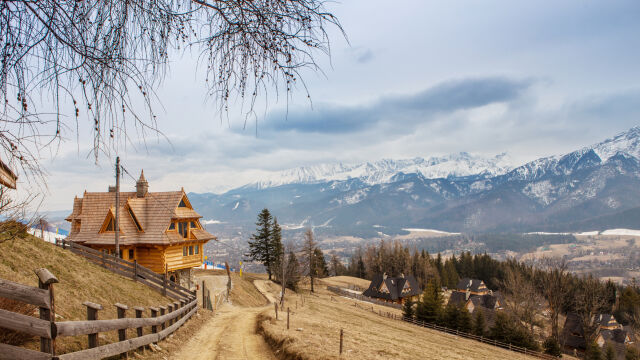 The looks can be deceiving. The beauty of Tatra Mountains attracts tourists all year long but many of them underestimate the dangers awaiting them (video from March 19)