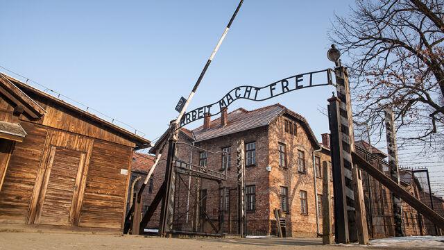 Zabrali izolatory z ogrodzenia obozu Auschwitz. Muzeum chce zadośćuczynienia