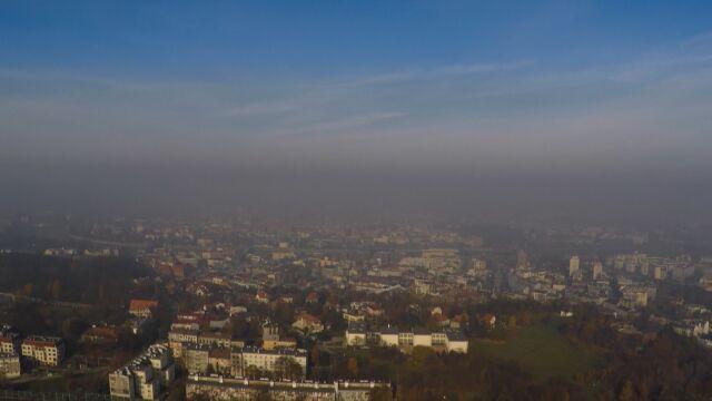 Kraków. Będzie zakaz palenia drewnem i węglem, skargi na uchwałę oddalono