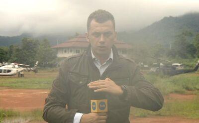 """Reporter TVN24 i """"Faktów"""" TVN Wojciech Bojanowski relacjonuje, że poziom wody w jaskini wciąż rośnie"""