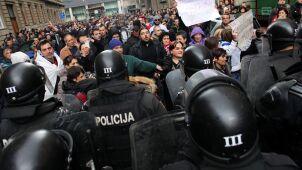 Bośnia: demonstranci oskarżają policję o brutalność