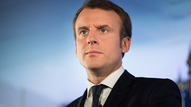 Macron stawia pytania.