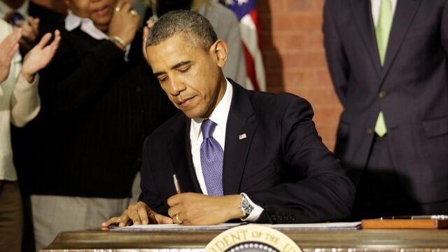 Obamie zależy na Merkel.  Prezydent zaprasza kanclerz do USA