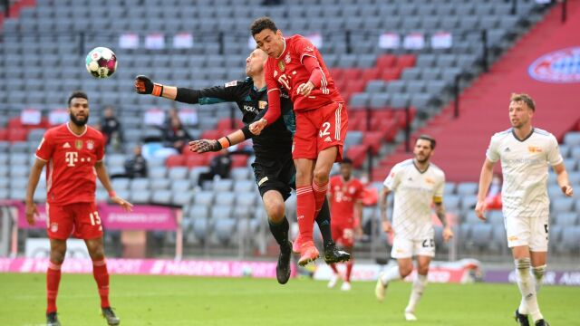 Osłabiony Bayern pękł w samej końcówce. Przewaga w tabeli stopniała