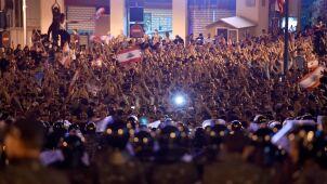 Płoną opony, protestujący dotarli przed pałac prezydencki. Premier stawia ultimatum