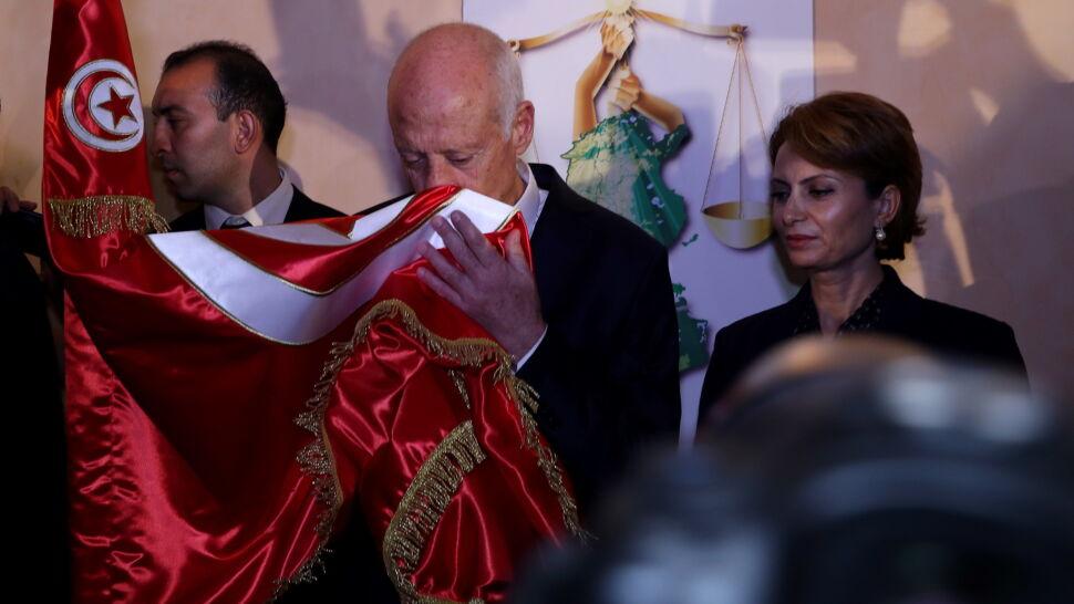 Profesor prawa konstytucyjnego wyraźnie pokonał telewizyjnego magnata