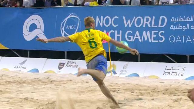 Spektakularne trafienie Brazylijczyka. Strzelił spod własnej bramki