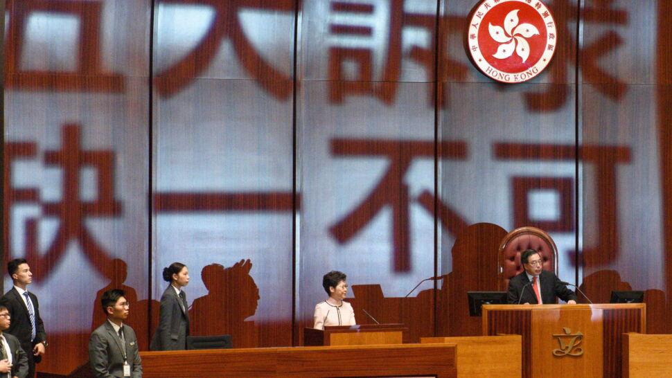 """""""Ma krew na rękach"""". Opozycja nie pozwoliła jej przemówić w parlamencie"""