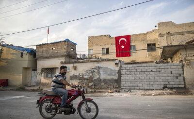 Macron skrytykował działania NATO wobec agresji Turcji na Syrię