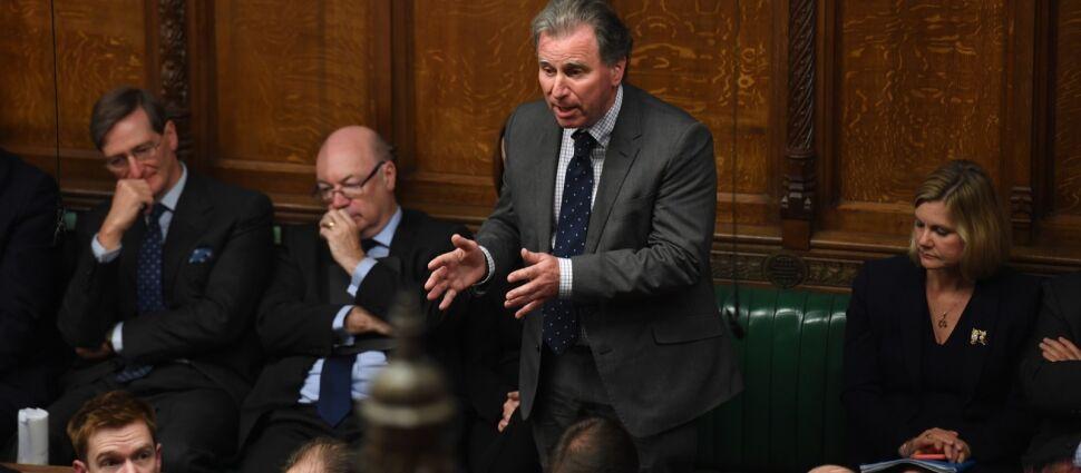 """Najpierw pokrzyżował plany Borisa Johnsona, teraz """"absolutnie popiera rząd"""""""