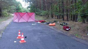 Motocykliści wpadli pod ciężarówkę. Jeden z nich nie żyje