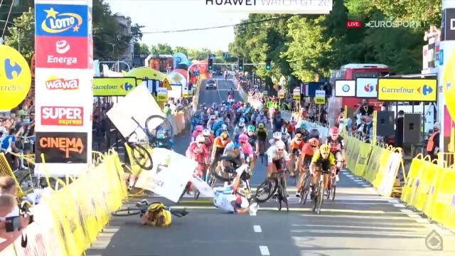 Dramatyczny wypadek na finiszu 1. etapu Tour de Pologne 2020