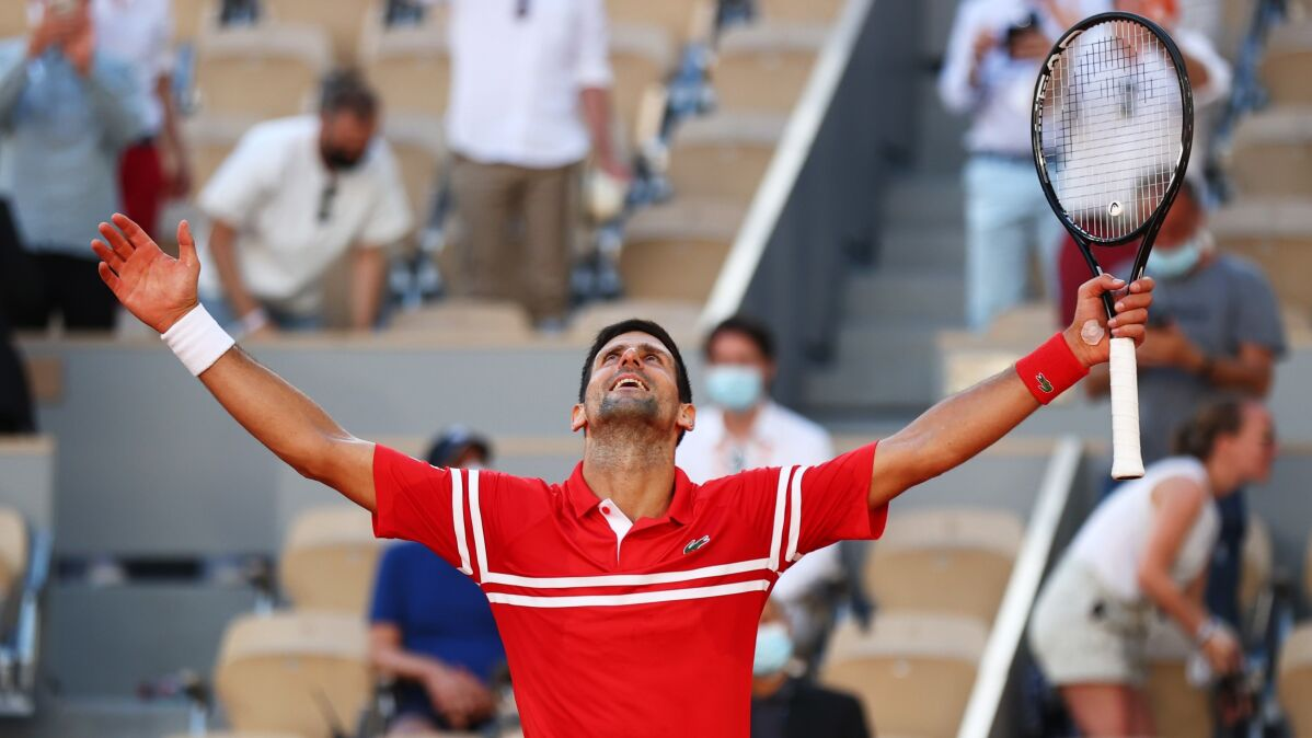 Djoković mistrzem French Open. Federerowi i Nadalowi depcze już po piętach